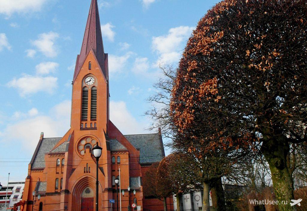Церковь в Хёугесунне в Норвегии