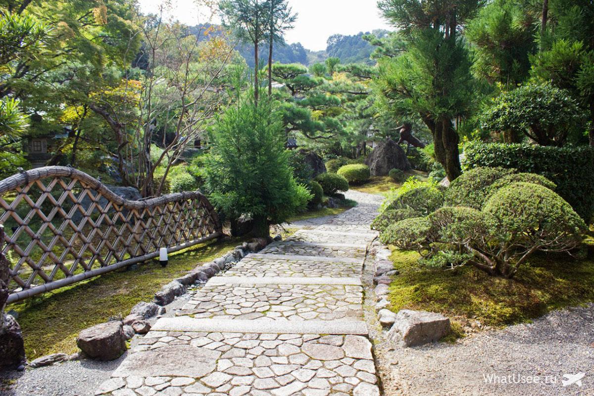 Японский сад у рёкана в Японии