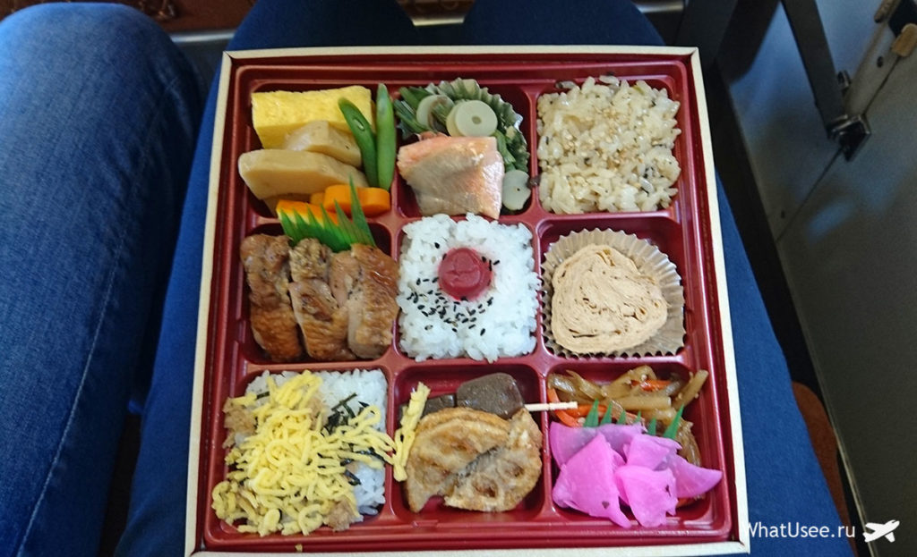 Японский бенто в поезде