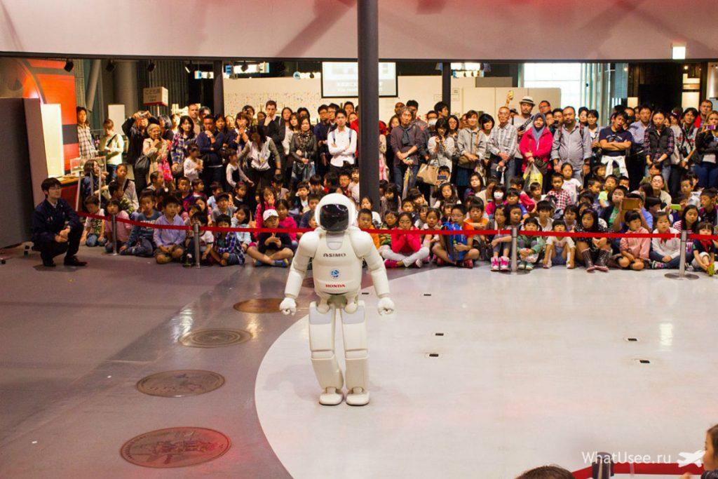 Робот Асимо в Японии