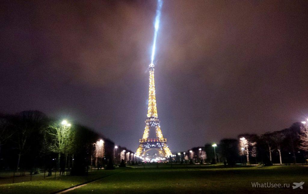 Марсово поле в Париже зимой