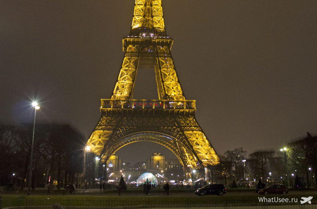 Прогулка к Эйфелевой башне в Париже
