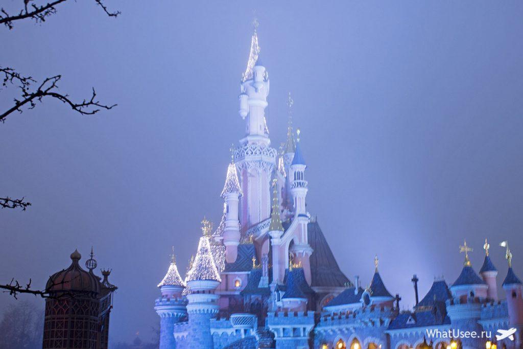 Замок спящей красавицы в парижском Диснейленде