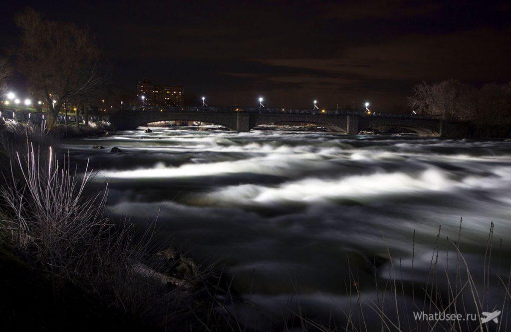 Ниагарские водопады ночью