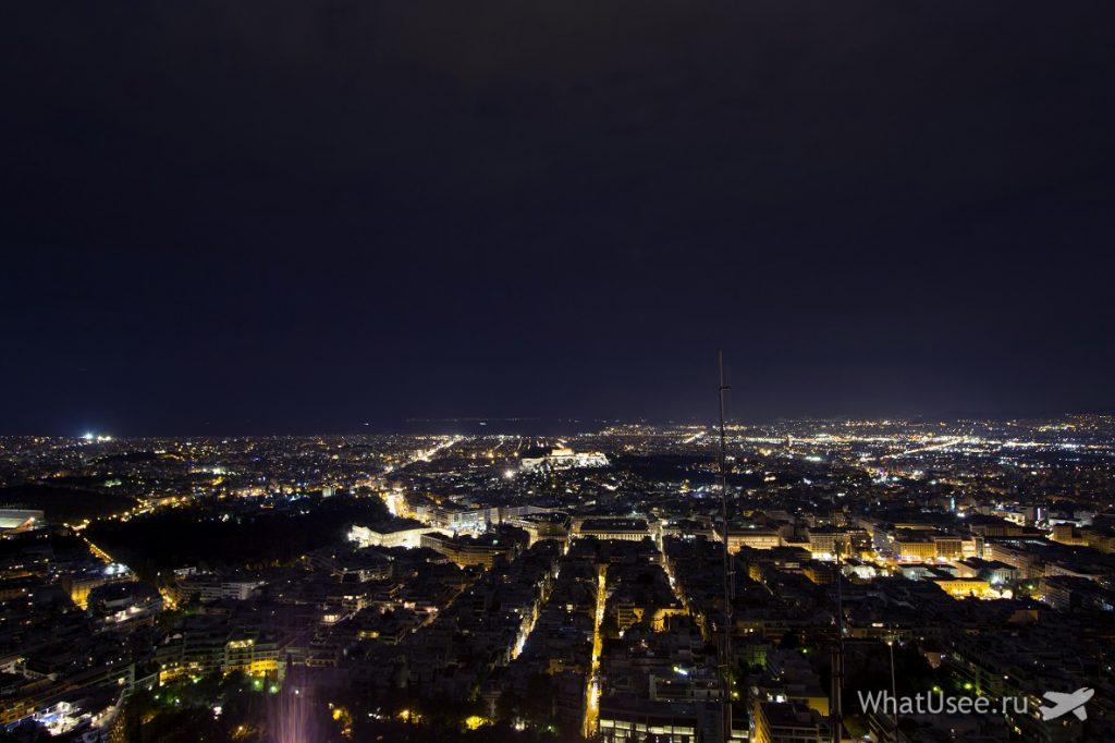 Вид на Афины ночью с холма Ликавитос