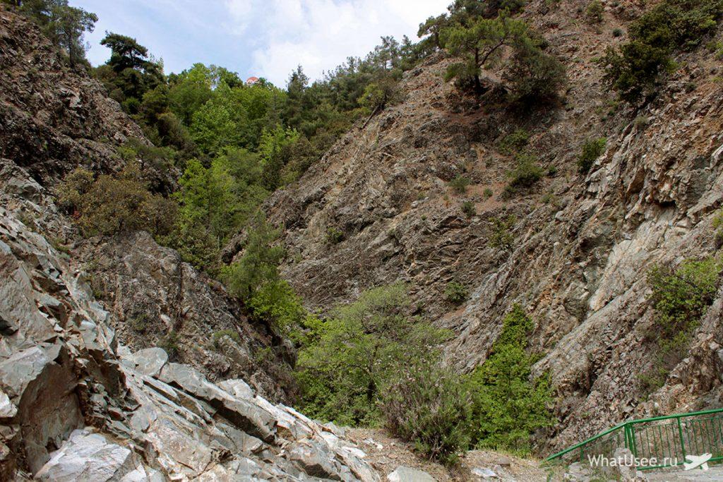 Спуск к водопаду Милломерис