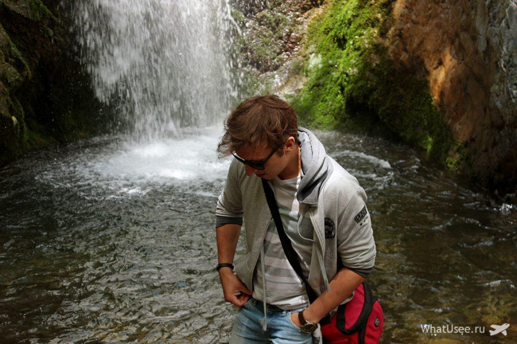 У водопада Милломерис