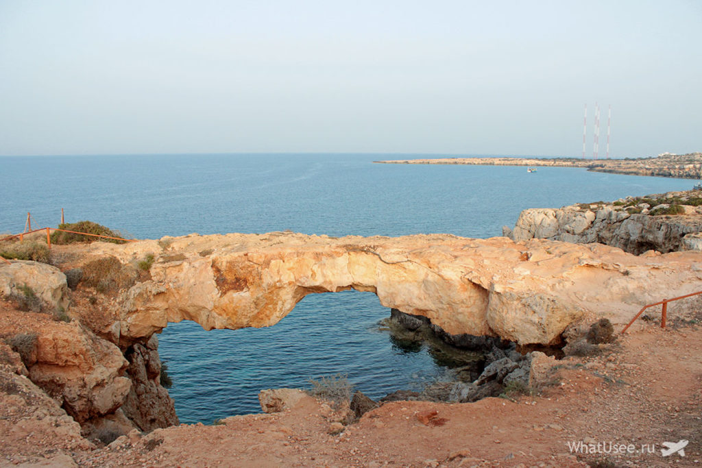 Каменная арка на мысе Каво Греко