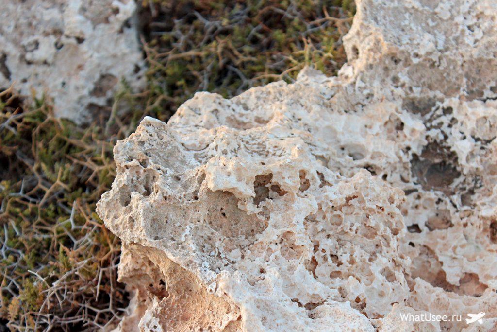 Скалы на Кипре в Каво Греко