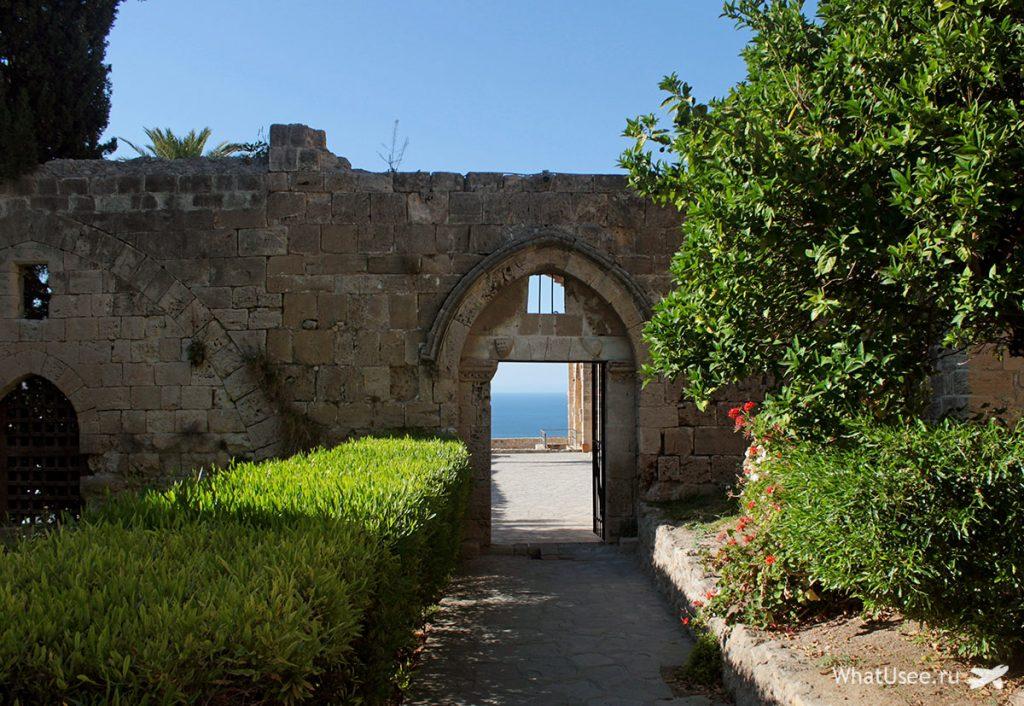 Аббатство Беллапаис на Кипре