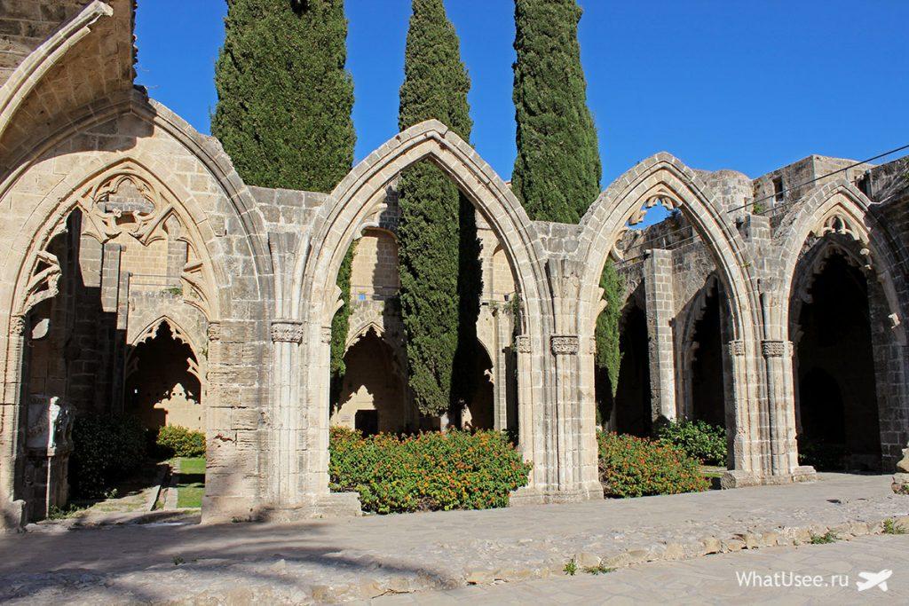Архитектура аббатства Беллапаис на Кипре