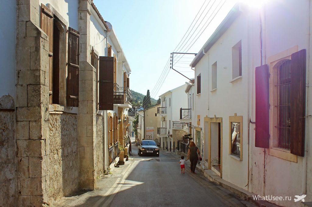 В Беллапаис из Кирении в Северном Кипре