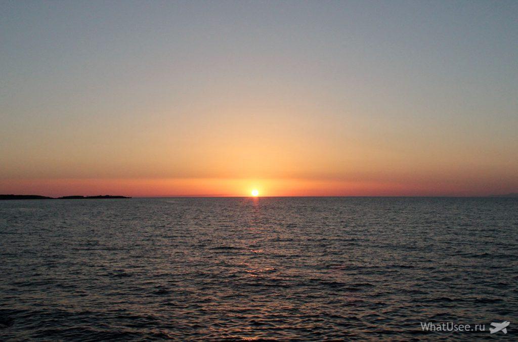 Закат в Кирении на Кипре