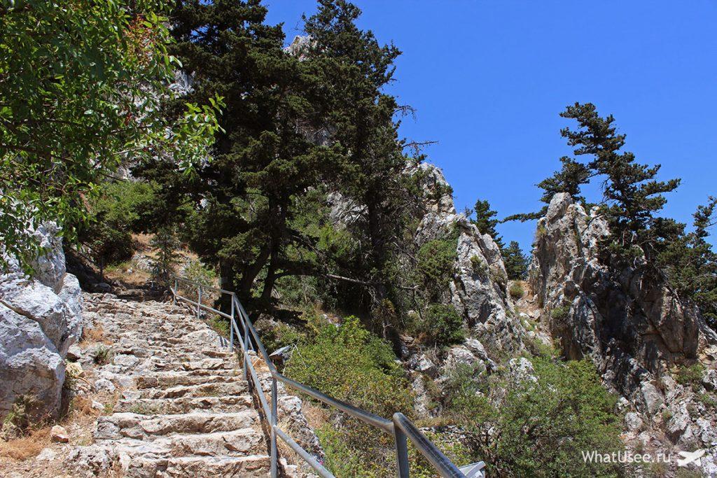Дорога к замку Святого Иллариона на Кипре