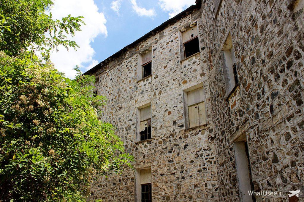 В заброшенном отеле Беренгария на Кипре