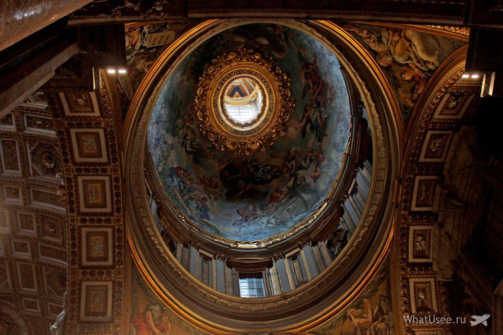 Интерьеры собора Святого Петра в Ватикане