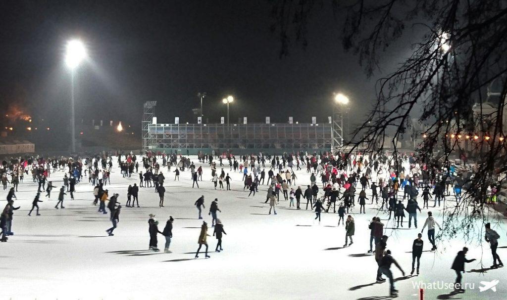Каток в Будапеште зимой