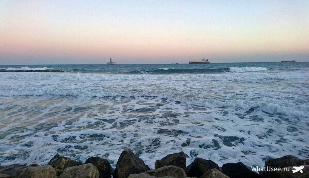 Море на Кипре зимой