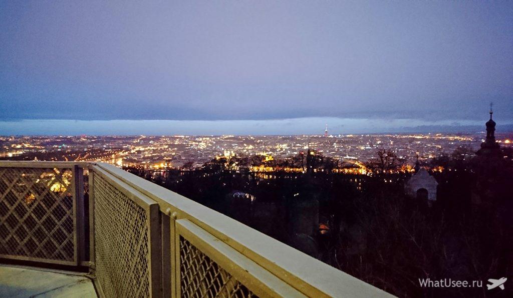 Петршинская башня в Праге и вид на город