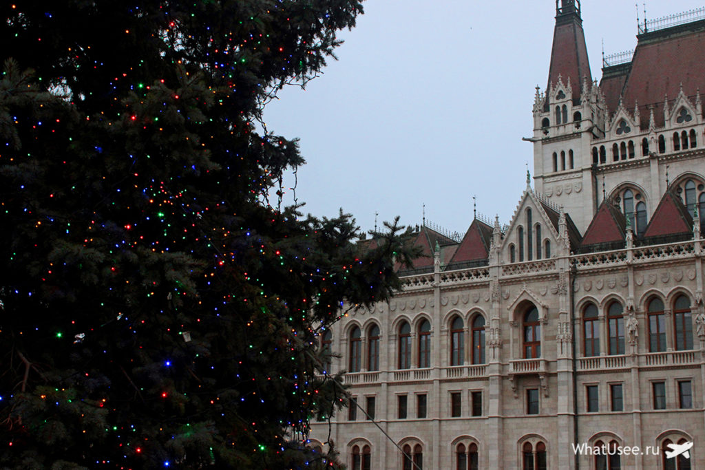 Здание Венгерского парламента в Будапеште зимой