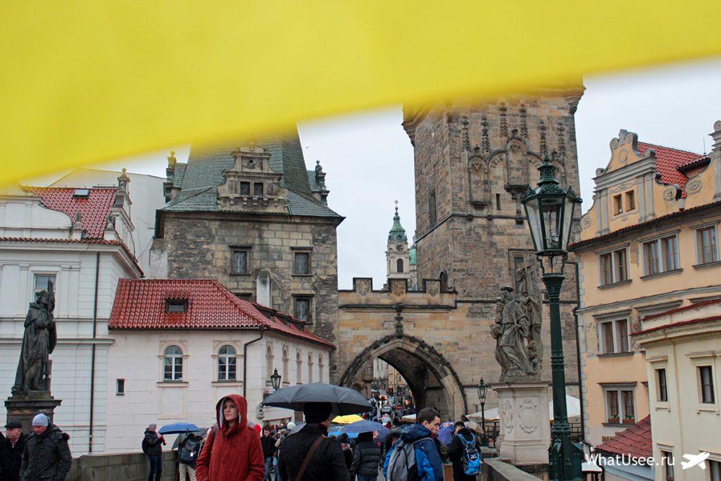 Карлов мост в Праге под дождём