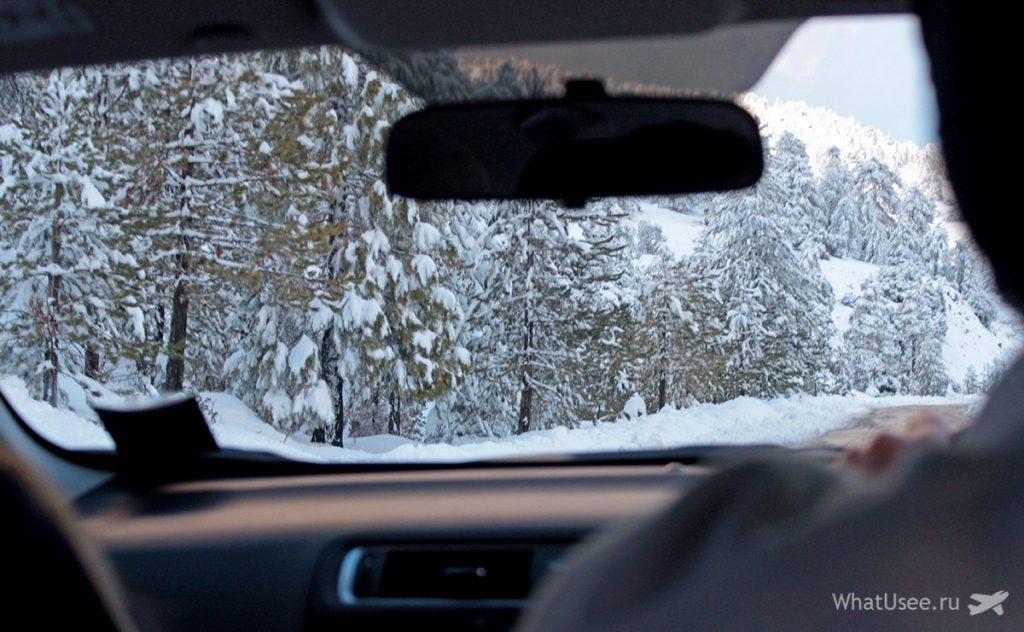 на Кипре в горах снег