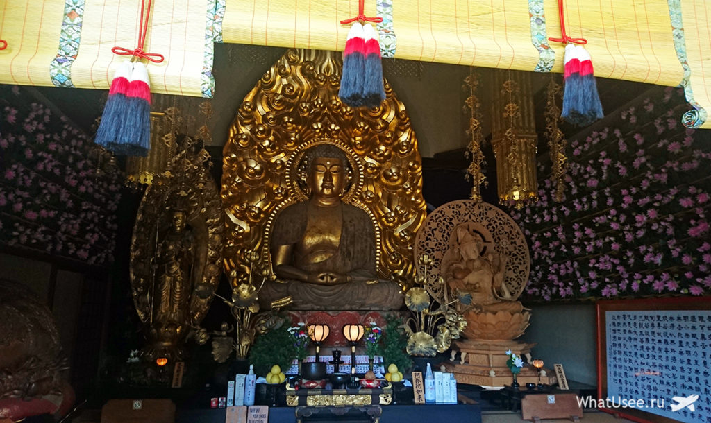 Внутри храма Хаседера в Камакуре