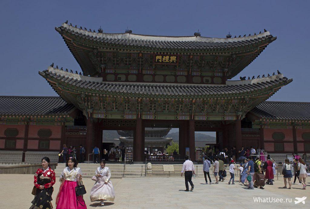 Посещение дворца Кёнбоккун в Сеуле
