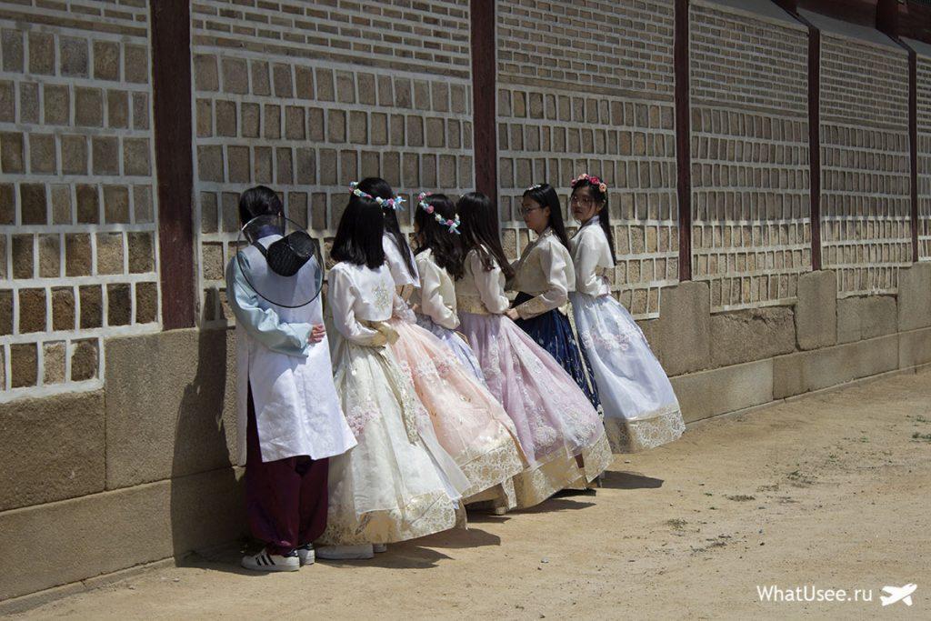 Кореянки в костюмах ханбок