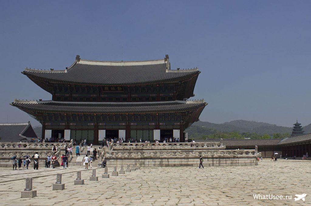 Тронный зал во дворце Кёнбоккун в Сеуле