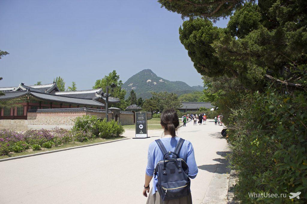 Смена караула во дворце Кёнбоккун