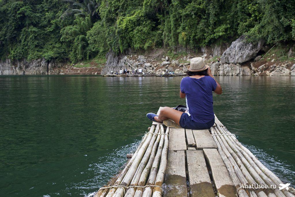 Бамбуковые плоты на озере Чео Лан в Таиланде