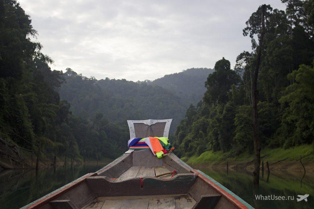Утро на озере Чео Лан в Таиланде