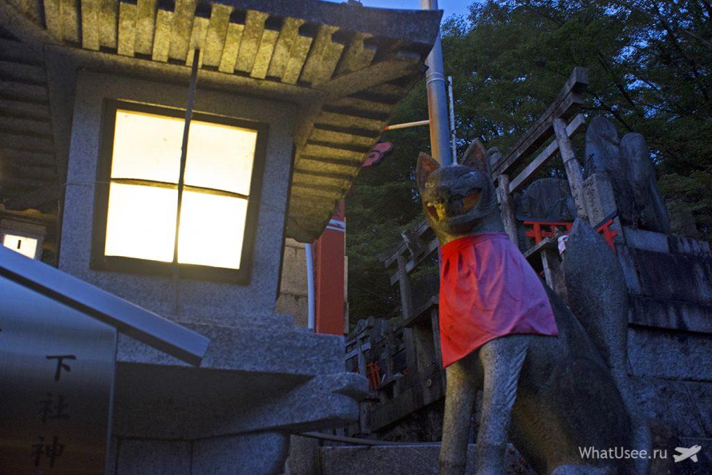 Лисы в храме Фусими Инари