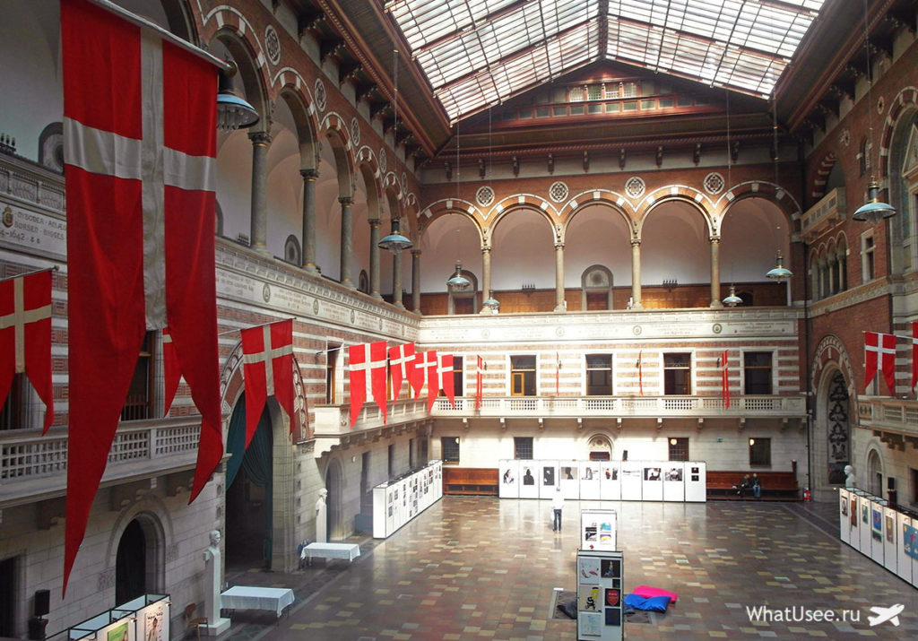 Внутри Ратуши в Копенгагене