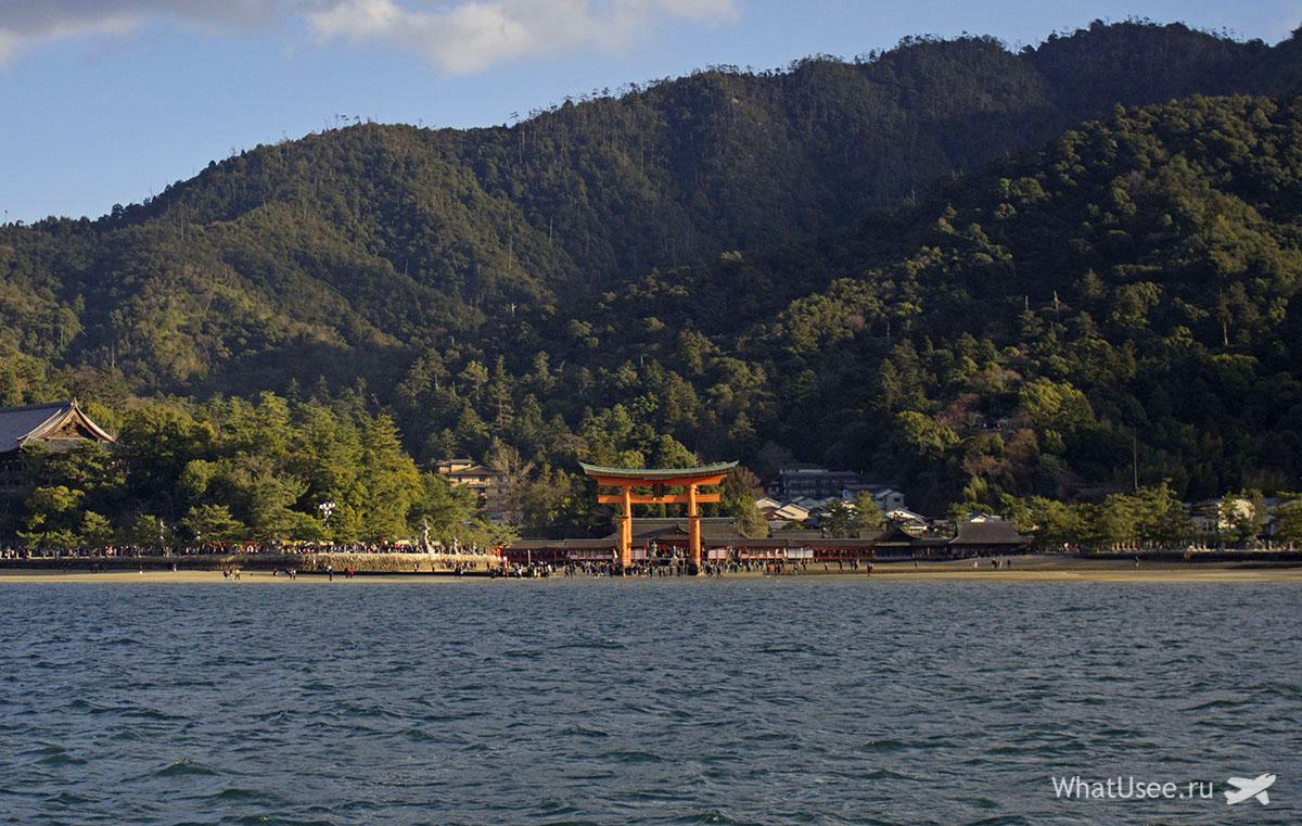 Япония остров Миядзима и тории