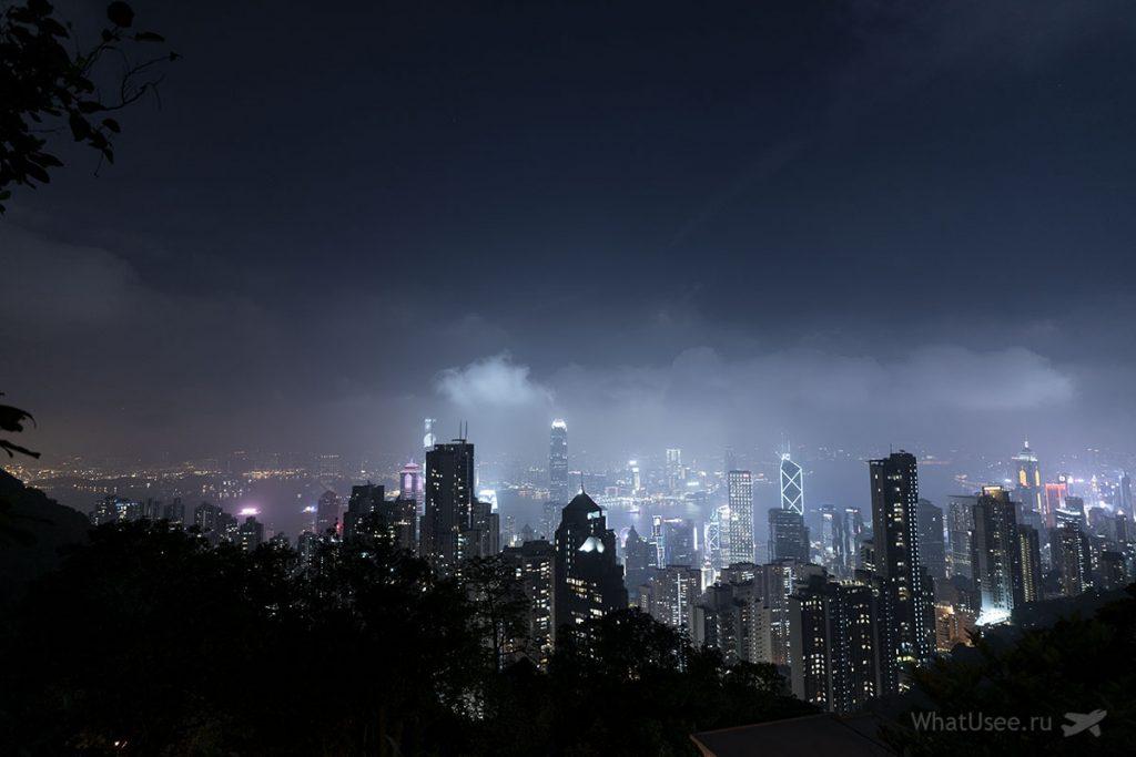 Пик Виктория в Гонконге вечером