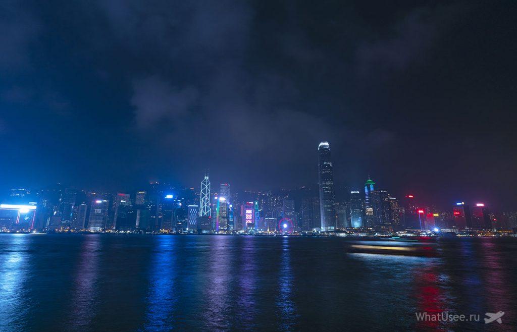 Пик Виктория в Гонконге ночью